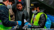 Griechenland Lesbos | NGOs verteilen handgemachte Schutzmasken gegen die Ausbreitung des Coronavirus