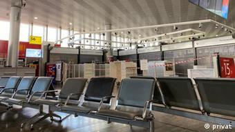 Пустой зал ожидания в аэропорту