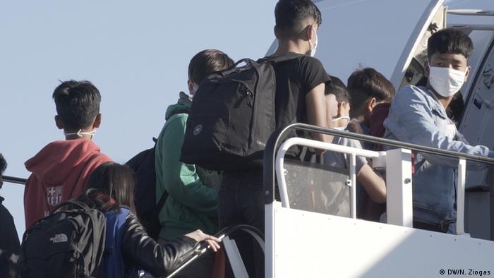 لاجئون قصر يستعدون لمغادرة أثينا في اتجاه ألمانيا