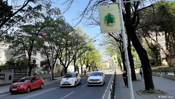 Albanien Tirana   Autos auf den Straßen in Tirana (DW/A. Ruci)