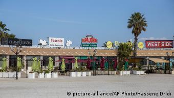 Закрытые кафе в Тунисе