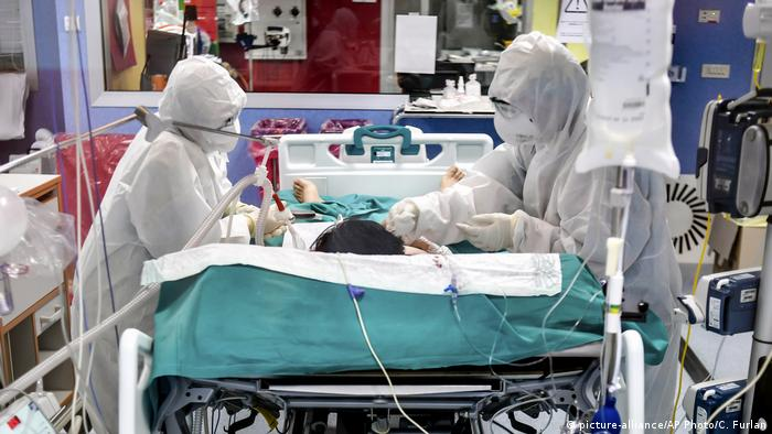 Italien Corona-Pandemie | Fast 98.000 Corona-Todesfälle in Europa (picture-alliance/AP Photo/C. Furlan)