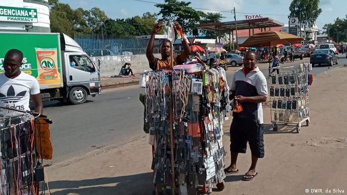 Mosambik Maputo Coronavirus Herstellung von Masken aus Capulanas (DW/R. da Silva)