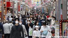 Japan Coronavirus Menschen mit Schutzmasken