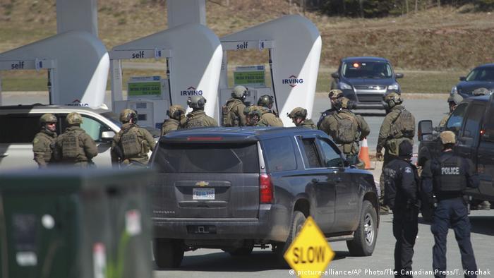 Policía de Nueva Escocia, Canadá, en el lugar del tiroteo. (19.04.2020).