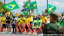 Brasilien | Jair Bolsonaro spricht vor dem Hauptquartier des Militärs | Brasilia