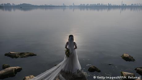BdTD China Braut in Wuhan (Getty Images/AFP/H. Retamal)
