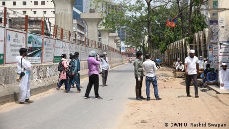 Bangladesch Dhaka | Coronavirus-Lockdown | Journalisten, Moschee (DW/H.U. Rashid Swapan)