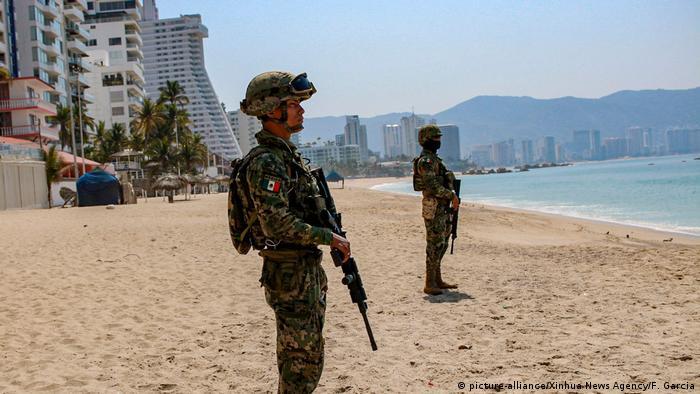 Mexiko Acapulco | Coronavirus | Soldaten am Strand