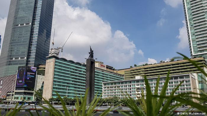 Langit biru di Bundaran HI, Jakarta (DW/A. Muhammad)