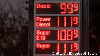 Η δραματική πτώση τιμών φέρνει σε ιδιαίτερα δύσκολη θέση πετρελαιοπαραγωγές χώρες