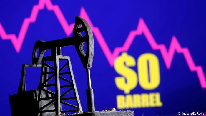 El precio del petróleo se desploma en EE. UU.