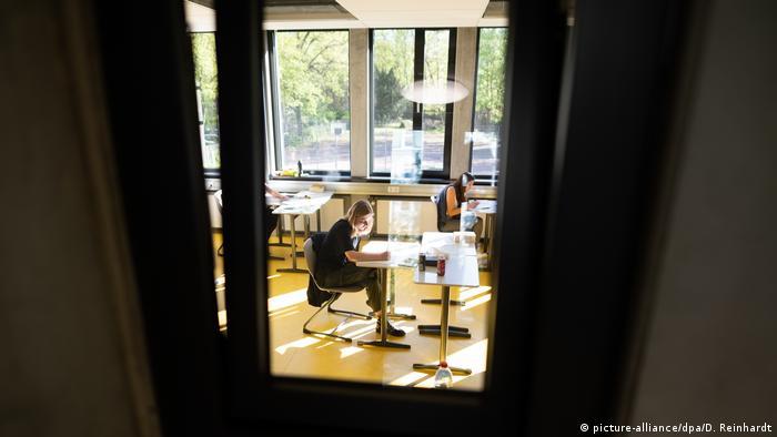 Coronavirus: Testing room in Hamburg