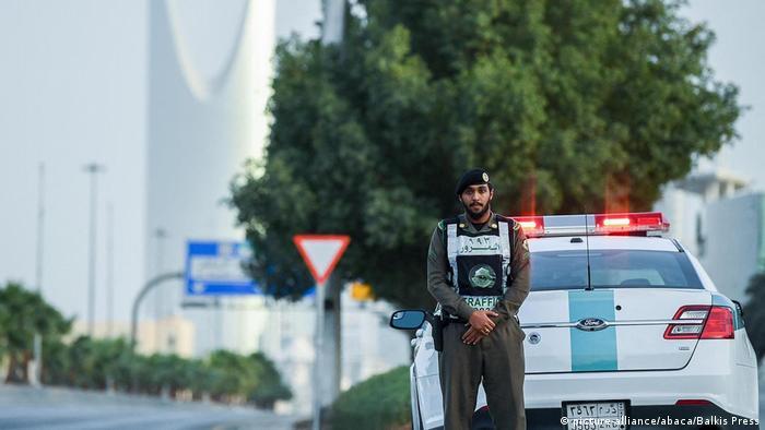 Saudijska Arabija je vrlo rano uvela ograničenja slobode kretanja