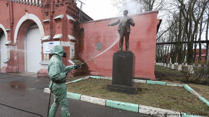 Russland Sankt Petersburg   150. Geburtstag von Lenin   Lenin-Denkmal (picture-alliance/dpa/S. Mikhailichenko)