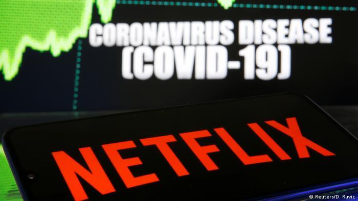 Das Netflix-Logo wird vor der angezeigten Coronavirus-Krankheit (COVID-19) angezeigt.