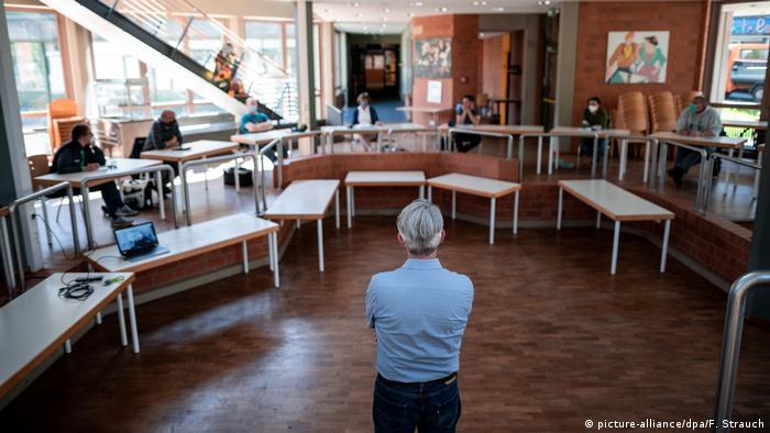 إعادة فتح المدارس موضوع جدل في ألمانيا بين مؤيد ومعارض