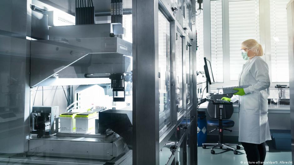 Лаборатория немецкой биотехнологической компании BioNTech в городе Майнце
