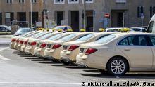 Deutschland Berlin   Coronakrise   abgestellte Taxis