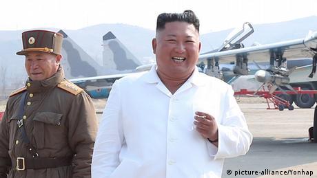 Un tren que probablemente pertenece al líder norcoreano Kim Jong-un, cuyo estado de salud da lugar a especulaciones, fue localizado en fotos tomadas por un satélite en su complejo en la costa este de Corea del Norte, afirmó el sitio web estadounidense 38 North, especializado en asuntos norcoreanos (25.04.2020).