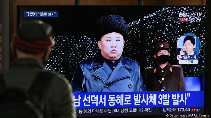 A man watches a television news broadcast showing file footage of North Korea's leader Kim Jong Un (Getty Images/AFP/J. Yeon-Je)