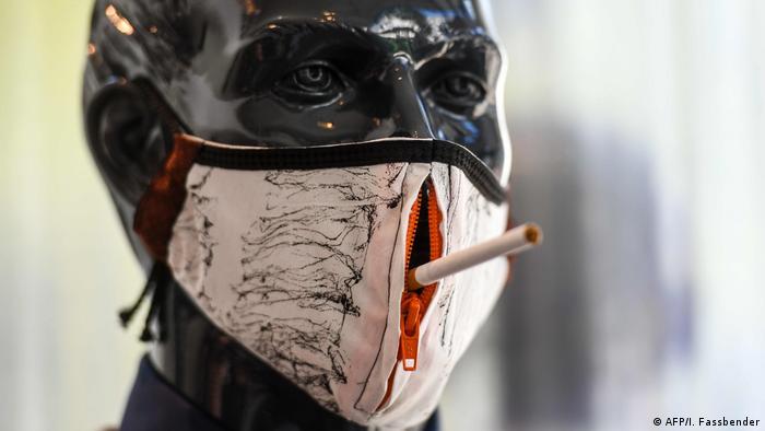 Курильщикам тяжело справляться с коронавирусом