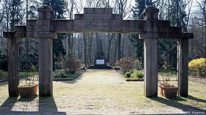 Памятник советским солдатам на территории больницы им. королевы Елизаветы в Лихтенберге