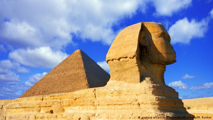 Pyramid and Sphinx of Giza (picture-alliance /blickwinkel/McPhoto/M. Runkel)