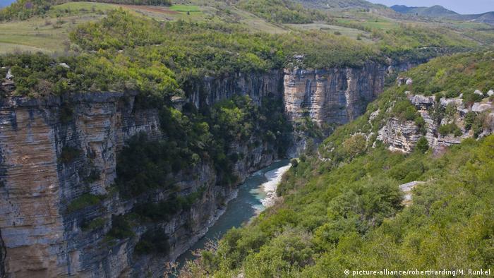 Osum Gorge near Berat, Albania (picture-alliance/robertharding/M. Runkel/)