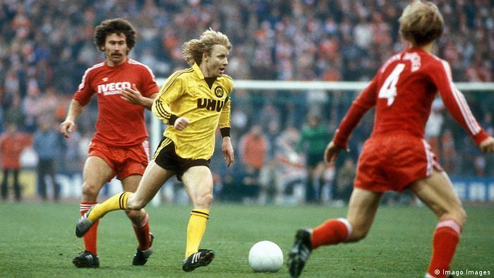 Manfred Burgsmüller BVB gegen Paul Breitner Bayern (Imago Images)