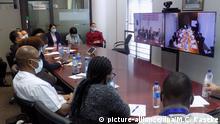 14.04.2020, Namibia, Windhoek: Mitglieder des namibischen Pandemie-Einsatzteams für COVID-19 nehmen an einer Videokonferenz mit chinesischen medizinischen Experten zu COVID-19 teil. Auf der Konferenz zwischen dem namibischen COVID-19-Pandemie-Einsatzteam unter der Leitung von Bernard Haufiku und chinesischen Experten aus Nanjing in der Provinz Jiangsu gelang es, bewährte Praktiken und Herausforderungen bei der Eindämmung von COVID-19 zu diskutieren und auszutauschen. Foto: Musa C Kaseke/XinHua/dpa +++ dpa-Bildfunk +++ Sudan Khartoum   Coronavirus   Jack Ma Hilfsgüter