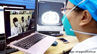 Äthiopien Addis Ababa | Coronavirus | Video Anruf aus Wuhan (imago images/Xinhua)