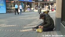 Fotos zum Thema Chefkoch-Star in Köln kocht für Obdachlose, die unsere Korrespondentin Natalia Smolenzewa im April gemacht hat. Auf den Bildern sind Kochen und Lieferung von Lebensmitteln für Obdachlose und ein Obdachlose in Köln.