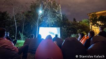 Im Odesa Media Hub sind viele Veranstaltungsformate möglich: hier eine Filmvorführung unter freiem Himmel.