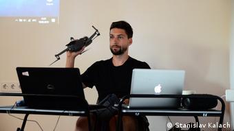 Der Hub bietet Medienschaffenden unter anderem die Gelegenheit, teure Ausrüstung wie Drohnen zu testen.