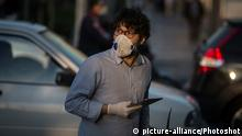 (200422) -- TEHRAN, April 22, 2020 () -- A man wearing mask walks on a street in Tehran, Iran, April 21, 2020. Iran's Ministry of Health and Medical Education on Wednesday confirmed 1,194 new cases, bringing the total number infected by the COVID-19 to 85,996, the state TV reported. (Photo by Ahmad Halabisaz/) |