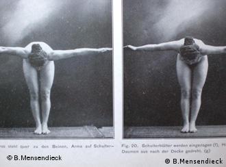 Bess Mensendieck demonstriert ihre Übungen (Foto: DW)