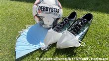 Symbolbild Coronavirus Fußball Maskenpflicht