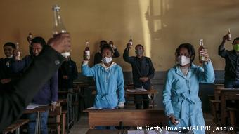 Madagaskar Antananarivo   Coronakrise   angeblich heilender Tee