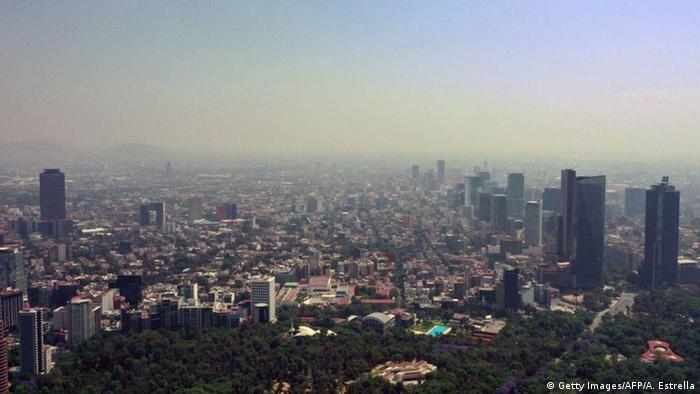 Südamerika Coronavirus Rückgang Umweltverschmutzung Smog in Mexico City (Getty Images/AFP/A. Estrella)