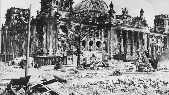 Рейхстаг после взятия Берлина в 1945 году