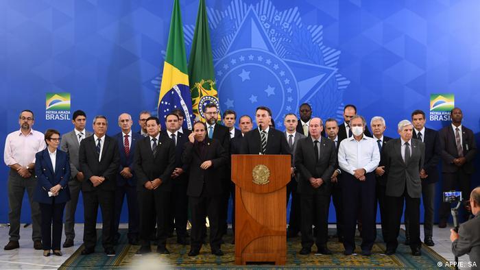 Bolsonaro reuniu ministros para pronunciamento