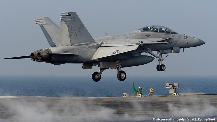 Истребитель-бомбардировщик F-18
