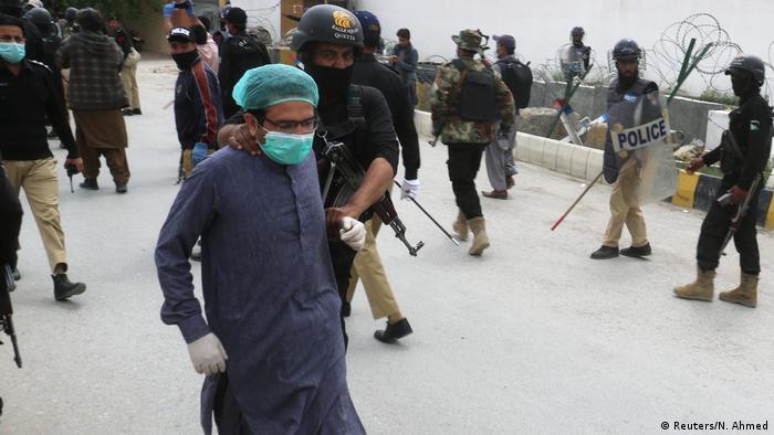 Pakistan'da sağlık çalışanları haftalardır protesto eylemleri düzenliyor