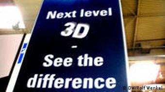 Ein CeBIT-Plakat: Next level 3D - see the difference (Foto: DW)