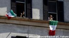 Rom Tag der Befreiung Italiens Menschen singen Bella Ciao