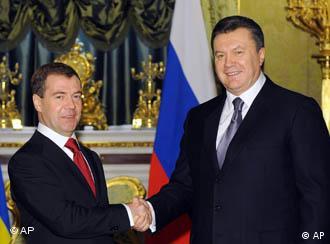 Russian President Dmitry Medvedev shakes hands with Ukrainian counterpart Viktor Yanukovych