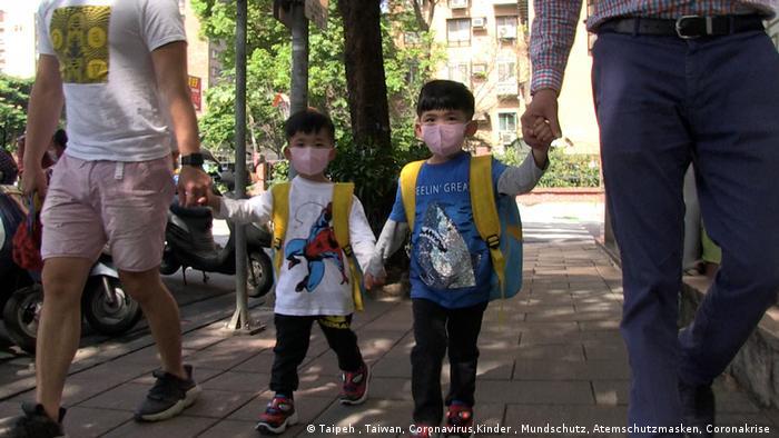 Taipeh Kinder mit Atemschutzmasken Kindergarten