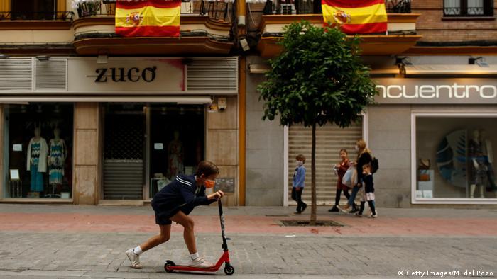 Spanien Sevilla   Coronakrise   Kinder dürfen wieder raus
