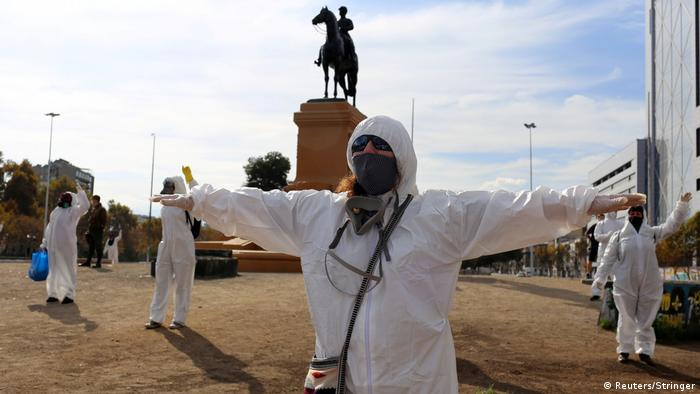 Chile Santiago | Coronavirus | Demonstration Plaza Italia (Reuters/Stringer)